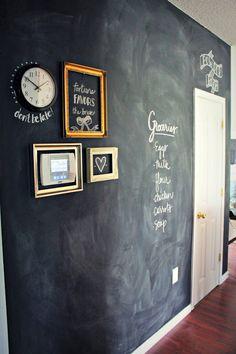 Hallway with creative wall design and plenty of room for people- Flur mit kreativer Wandgestaltung und jede menge Platz für Notizen Hallway with creative wall design and plenty of room for notes -