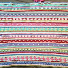 Ravelry: As-We-Go Stripey Blanket pattern by Hannah Davis (Little Wooley look a like) Cotton Crochet Patterns, Scrap Yarn Crochet, Crochet Hot Pads, Crochet Stitches Patterns, Striped Crochet Blanket, Crochet Blanket Edging, Crochet Bedspread Pattern, Crochet For Beginners Blanket, Lana