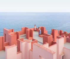 Chalet M #ProyectoDelDía - Blog de STEPIEN Y BARNO - publicación digital sobre arquitectura Anna Davis, Photo Merge, Fotografia Vsco, Pink And Blue Dress, Places To Rent, Peter Zumthor, History Of Photography, Red Walls, Great Photographers