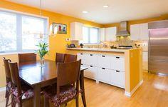 Ako si vyskladať novú kuchyňu. Wooden Kitchen Floor, Dinning Room Sets, Kitchen Ceiling Lights, Yellow Theme, Yellow Walls, Wooden Flooring, White Cabinets, White Marble, Kitchen Decor