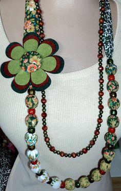 Esse colar é lindo e pode ser feito em várias estampas. É só pedir pessoal!!!