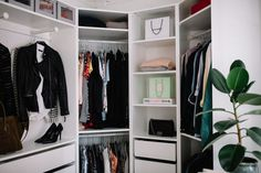 Loppemarked i morgen Closet Tour, Home Organization, Organizing Ideas, Passion For Fashion, Bedroom, Diy, Cloakroom Basin, Gowns, Bricolage