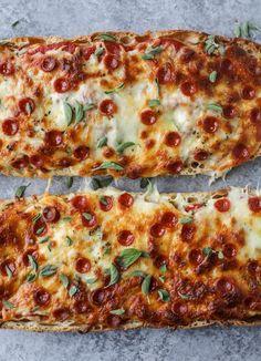 Ciabatta Pizza Bread how sweet eats Pizza Sandwich, Sandwich Recipes, Pizza Recipes, Dinner Recipes, Cooking Recipes, Bread Pizza, Pizza Pizza, Pizza Loaf Recipe, Star Pizza