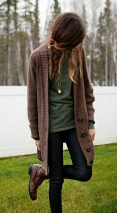 Cool Excellent Hipster Outfits Ideas For Women To Try This Winter Brown Cardigan Outfit, Cardigan Style, Pullover Outfit, Cardigan Outfits, Brown Shoes Outfit, Mustard Cardigan, Cardigan Sweaters, Brown Sweater, Fall Sweaters