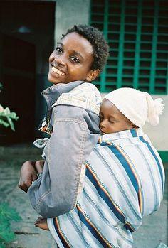 Un radioso sorriso dall'Africa #babywearing
