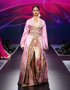 Belles et prestigieux caftans marocains pour les designers marocains
