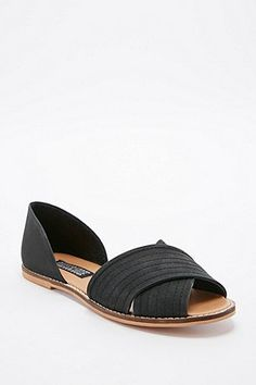 Deena & Ozzy Jada Vamp Flat Shoes in Black - Urban Outfitters