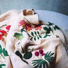 夏の日差しと夏色の刺繍 . . . #embroidery #刺繍 #刺しゅう #handmade #needlework #linen #stitch…