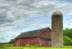 Barnraiser helps people #grow good #food. #farms #sustainable http://www.organicauthority.com/barnraiser-modern-barn-raising-for-sustainable-pioneers/