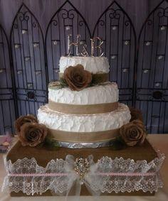 Burlap Wedding Cake Stand by JudyBugBoutique on Etsy Rustic Wedding Foods, Rustic Wedding Reception, Rustic Weddings, Southern Weddings, Burlap Party, Burlap Cake, Wedding Cake Stands, Wedding Cupcakes, Wedding Cheesecake