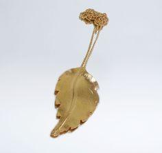 Fio Comprido Folha em Prata com Banho de Ouro  +info: joias.she@gmail.com