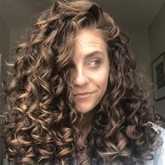 This is Why Your Wavy Hair Won't Clump curly hair trends This is Why Your Wavy Hair Won't Clump Curly Hair Routine, Curly Hair Tips, Curly Hair Care, Long Curly Hair, Curly Hair Styles, Natural Hair Styles, Natural Wavy Hairstyles, Color For Curly Hair, Style Curly Hair
