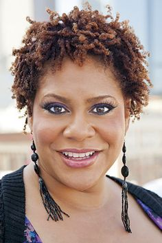 Kim Coles... I twisted my OWN hair!!! She is changing up her look and making a statement with her hairstyle and   jewelry.  The short hair makes her look all so natural and brings out her eyes.  #GoodLook @Kim Coles
