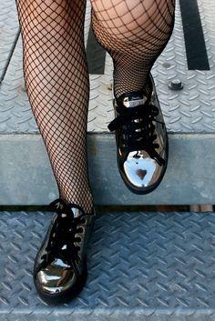CamilaRech.com.br: Muitos tênis legais! Minha coleção com a Barth Shoes! Doc Martens Oxfords, Dr. Martens, Estilo Grunge, Combat Boots, High Fashion, Oxford Shoes, Lovers, Tattoo, Band