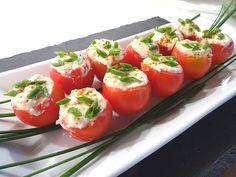 Gefüllte Tomaten mit Schafskäse - Creme, ein leckeres Rezept mit Bild aus der Kategorie Kalt. 37 Bewertungen: Ø 4,3. Tags: einfach, Fingerfood, kalt, Käse, Party, Schnell, Snack, Studentenküche, Vegetarisch, Vorspeise