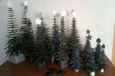 En hel skov af juletræer, lavet af cykelslanger.
