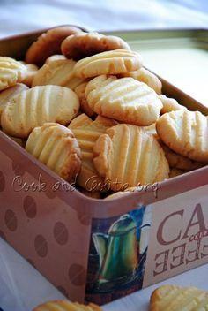 Almond powder shortbread - Cook and Goût - Trend Christmas Cake 2019 Desserts With Biscuits, Köstliche Desserts, Delicious Desserts, Yummy Food, Biscuit Cake, Biscuit Cookies, Shortbread, Coconut Cookies, Sweet Recipes