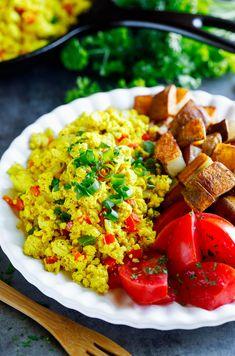 This tasty vegan Garden Veggie Tofu Scramble has been rocking our breakfast routine lately! V GF Best Vegan Pancakes, Gluten Free Recipes For Breakfast, Vegetarian Breakfast, Gluten Free Breakfasts, Brunch Recipes, Gourmet Breakfast, Vegan Recipes Videos, Tofu Recipes, Vegan Recipes Easy