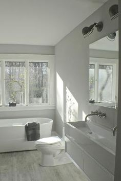 NYC Interior Designer Focused on the family home Stephen Saint-Onge Studio East Hampton, Creative Home, Corner Bathtub, The Hamptons, Home And Family, Interior Design, Studio, Bathroom, Bedding
