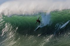 A journey inside the life and mind of Peter Mel as he prepares to surf waves that could kill him.