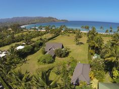 Julia Roberts Is Selling Her Beachfront Estate In Hawaii