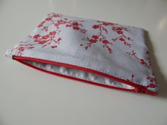 LEARN TO SEW: FREE EASY ZIPPERED POUCH TUTORIAL
