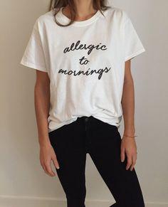 Allergisch gegen Morgen Tshirt gestalten lustige Slogan Womens