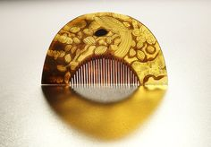 Japanese crescent shaped comb (2)
