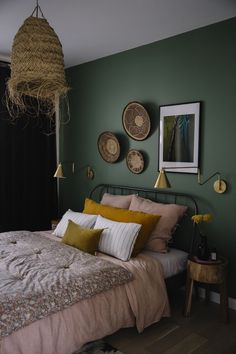 Fine Deco Chambre Vert Deau that you must know, You?re in good company if you?re looking for Deco Chambre Vert Deau Green Rooms, Bedroom Green, Bedroom Colors, Home Decor Bedroom, Modern Bedroom, Bedroom Ideas, Retro Home Decor, Cheap Home Decor, Home Decoration