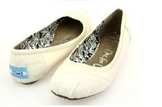 I enjoy these shoes.this is my favorite,It's pretty cool (: Check it out! | See more about toms outlet shoes, toms ballet flats and ballet flats.