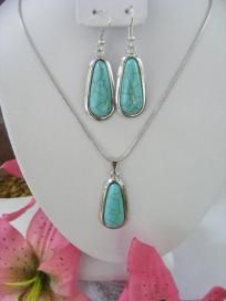 Turquoise Pendant Necklace & Earrings - Free S
