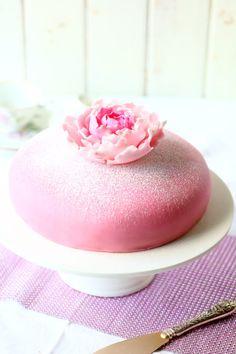 klassinen prinsessakakku Valentines Food, Panna Cotta, Ethnic Recipes, Desserts, Tailgate Desserts, Deserts, Dessert, Valentines Day Food, Food Deserts