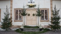 Scandinavian Christmas / Outdoors / Gorgeous Christmas entry / Christmas door Jul med Ernst - tv4.se