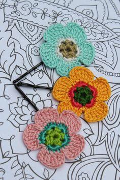 South Carolina Inspired Crochet Daisy Hair Pins by CatWomanCrafts, $10.00