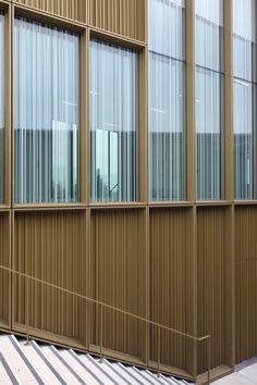 Le bardage en aluminium extrudé, couleur bonze doré