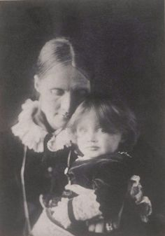 Julia_Stephen_with_Virginia_on_her_lap_1884 (490x700, 233Kb)