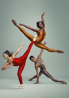 Het Nationale Ballet - junior company 2013-2014 (Michaela Deprince in gold)