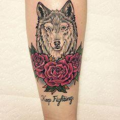 lobo e rosas tattoo