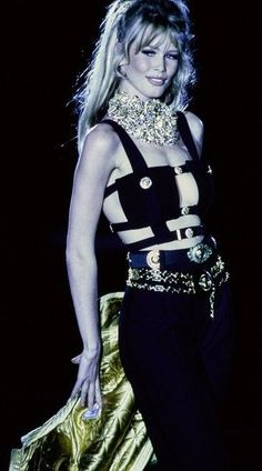 Gianni Versace Vintage Fashion Show & More details