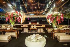 Vem ver que Decoração de Casamento Luxuosa tá hoje no Blog! Super projeto da Flor e Companhia nos tons de pink, bordô e terracota, e Iluminação by In-Color.