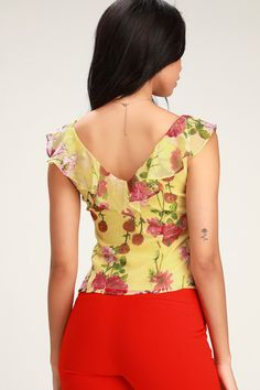 The BB Dakota Botany of Desire Yellow Floral Print Button-Up Top has a crush-worthy look! Bring all the compliments to the yard with this ruffled blouse. Print Button, Button Up, Plus Size Women's Tops, Cute Outfits, Casual Outfits, Princess Seam, Shorts, Floral Prints, Feminine Fashion