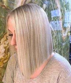 Bring more symmetry to your face with this blunt cut bob. It works better on naturally straight hair, yet it makes an appealing look when styled with waves. This cut, done by @melanie.colab, has a bright ash hue, making it one of the best fall hair color ideas for blondes. Becoming a big fan of blunt cuts? Don't worry, we gathered more cuts and styles on our website, so visit us. #bluntcut #bluntbob