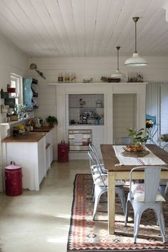 """Tile kitchen """"made in Portugal"""" - A renovated and decorated in the old barn - cotemaison.fr"""