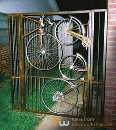 bicycle wheel gate upcycle (think I would spray it matt black) Old Bicycle, Bicycle Art, Bicycle Wheel, Bicycle Design, Welding Art, Welding Projects, Welding Tools, Metal Welding, Pimp Your Bike