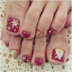 Christmas Toes, Christmas Gel Nails, Christmas Nail Designs, Holiday Nails, Gold Christmas, Holiday Fun, Simple Christmas, Merry Christmas, Nail Art Designs 2016
