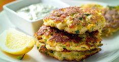 These grain-free and gluten-free broccoli and cauliflower fritters take on a new life with the addition of salty halloumi cheese (low-carb and primal). Raw Broccoli, Broccoli Cauliflower, Broccoli And Cheese, Broccoli Fritters, Cauliflower Fritters, Paleo Food List, Vegetarian Recipes, Vegetarian Nachos, Cauliflower Patties