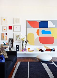 ARTFUL MIX Home of Louise Olsen and Stephen Ormandy of Lawson. Photo - Sean Fennessy, production – Lucy Feagins / The Design Files. Via Valk Chuah Design Files Estilo Interior, Home Interior, Interior Decorating, Modern Interior, Interior Ideas, Modern Decor, Modern Design, Casa Milano, Dinosaur Design