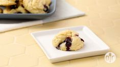 These blueberry drop cookies are a delicious alternative to chocolate chip cookies! 🍪 You'll love the taste of fresh summer blueberries and lemon zest 🍋💛 Blueberry Cookies, Blueberry Recipes, Chocolate Chip Cookies, Drop Cookie Recipes, Cookie Desserts, Drop Cookies, Yummy Cookies, Baby Food Recipes, Cooking Recipes
