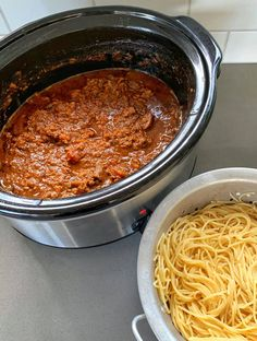 This recipe for slow cooker spaghetti bolognese is such a great one to have on hand. It makes a large batch of delicious bolognese sauce which you can use for for traditional spaghetti bolognese, lasagne or any other Italian style mince dish. Lamb Mince Recipes, Minced Beef Recipes, Easy Spaghetti Bolognese, Slow Cooker Spaghetti, Slow Cooker Bolognese, Bolognese Sauce, Slow Cooker Minced Beef, Slow Cooker Recipes, Cooking Recipes