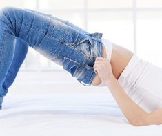 Szeretnél villámgyorsan megszabadulni pár kilótól? Próbáld ki a 3-5 napos joghurtdiétát, amellyel helyreállíthatod a bélrendszer bélflóráját és egyúttal fogyhatsz is. Ötnapos mintaétrenddel! First Health, Kili, Denim Shorts, Lose Weight, Sports, Fashion, Hs Sports, Moda, Fashion Styles